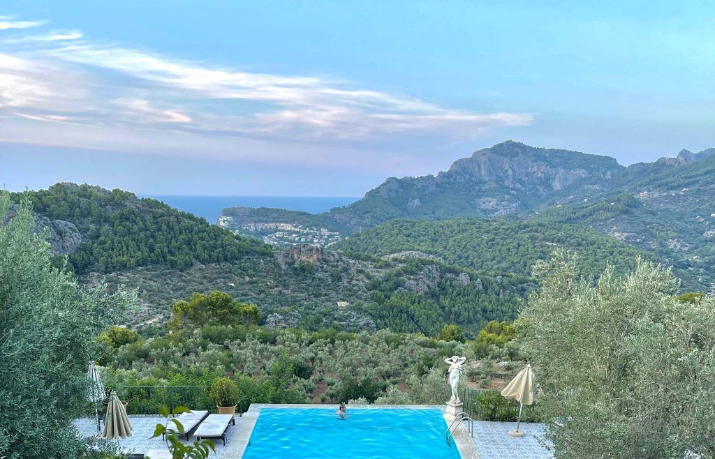 the infinity pool on cliff in Cas Xorc is one reason to visit Mallorca